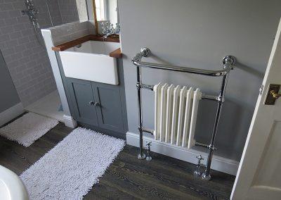 Belfast Sink with Radiator Towel Rail
