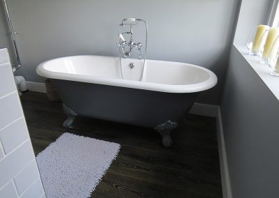 Traditional Roll Top Tub with Shower Add-on