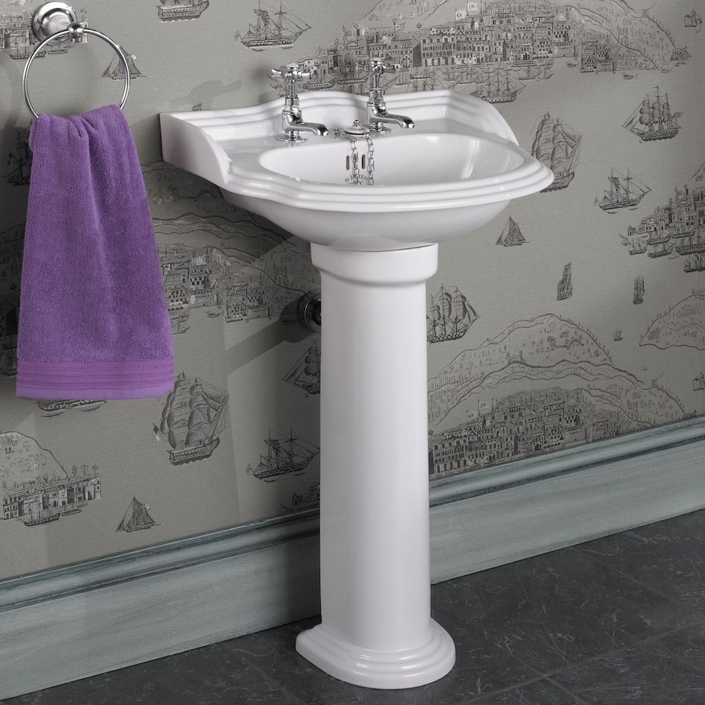 ... James Hampton Suite / St. James Hampton Cloakroom Basin and Pedestal