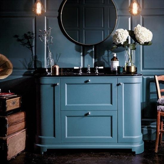 traditional bathroom furniture