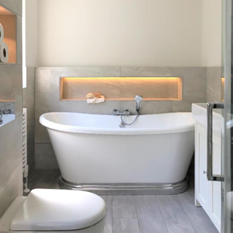 bc-design-acrylic-bath-aluminium-plinth2